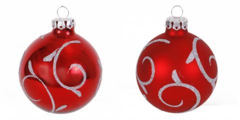 die handbemalten christbaumkugeln wurden aus glas hergestellt und sind im auff lligem rot. Black Bedroom Furniture Sets. Home Design Ideas